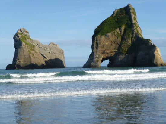 wharariki-beach-holidayshambhala-retreat-and-guesthouse-yoga-yogi-summer-vacation-holiday-hostel-hotel-resort-accommodation-goldenbay-tasman-newzealand-southisland-cheap-affordable-budget-privatebeach-best-top-view-panorama-panoramic-ocean-beachfront-sea